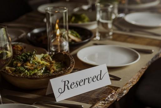 Airbnbアプリ内で直接レストラン予約が可能に〜MINPAKU.Biz
