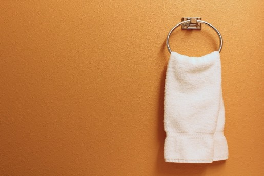 民泊トラブル#31【破損】タオル掛けが無くなり、壁がえぐれました。〜民泊のトラブル君
