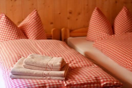 民泊トラブル#32【損傷】タオルとベッドの内側に謎の血液が付着。〜民泊のトラブル君