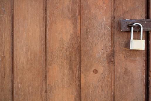 民泊トラブル#43【ホストに負】南京錠が錆びて鍵が取れない事態に。〜民泊のトラブル君