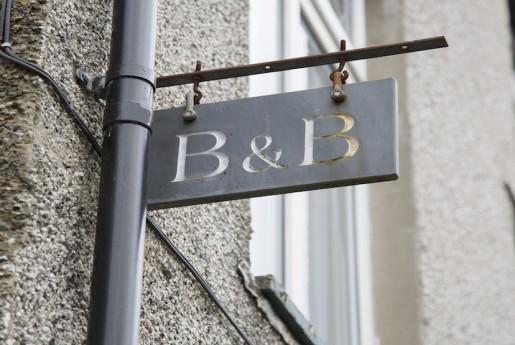 airbnb から b&b への回帰 〜Break Out -民泊参考書-