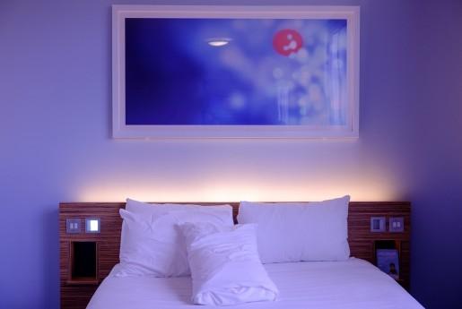 ホテル選びで、ブランド名より口コミや評価を重視する傾向は7割  ホテルブランドの優位性は低く Expedia調べ~Airstair